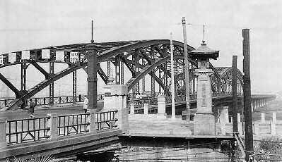 旧六郷橋の橋門と親柱